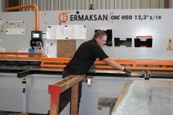 Thumbnail: Man working on Ermaksan